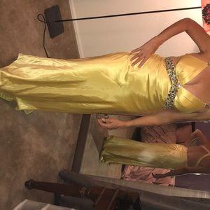 Gorgeous Gold Satiny Prom Dress ✨